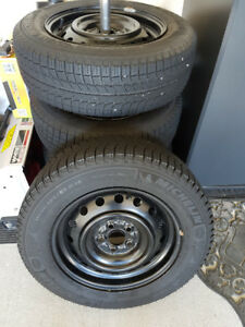 Michelin X-Ice Xi3  (195/65r15) - Like New Condition