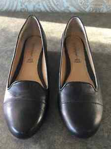 Woman's Hush Puppies shoes size 7.5