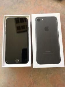 iPhone 7  128GB  Déverrouillé comme neuf Garantie AppelCare+ x52