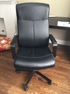 Swivel Desk Office Chair 10/10 Condition Black