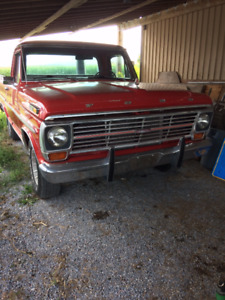1969 Ford F100  Short box 4 Gear