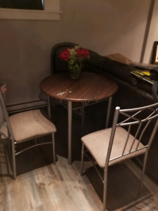 Small table + 2 chairs