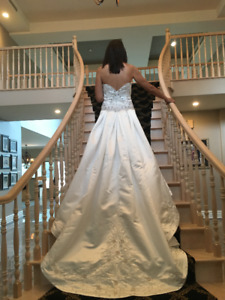 Never Worn, DEMETRIOS Wedding Dress, Size 12