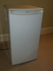 Danby mini frig bar refrigerator White