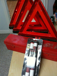 Grote 71422 Triangle Warning Kit with 2 flares