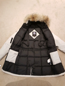 Canada goose for woman small