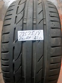 235 35 19 part worn tyre Bridgestone runflat used tire
