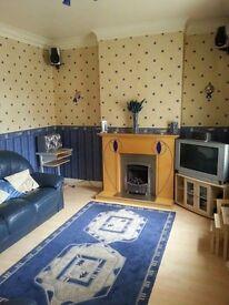 2 BEDROOM , GROUND FLOOR FLAT FOR RENT. £400 PCM.