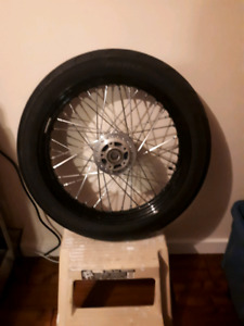 Harley Street Bob wheels and tires