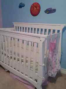 Gorgeous crib with all u'll need!