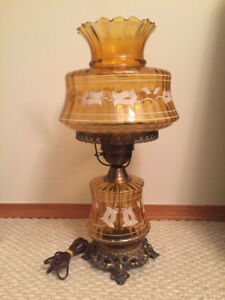 ONE   VINTAGE TABLE LAMP FOR SALE