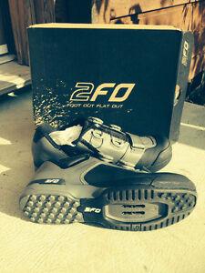 Clipless pedal bike shoes size 40 (25.5cm) mens 7.5/womens 9