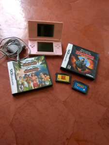 Nintendo DS Lite + 4 games + charger