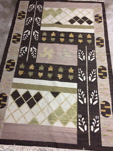 India Made Wool / Cotton Rug - Nice Patterns and Large 5' x 8'