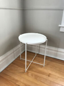White side table with removable tray top