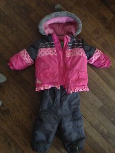 Bel habit d'hiver en excellent état, pour petite fille, 12 mois.