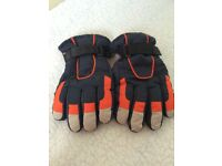 Pair of Thinsulate ski gloves age 4-8yrs