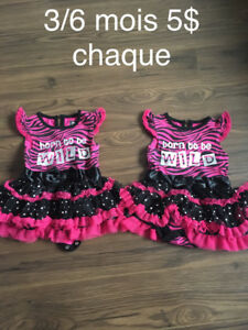 Deux robe style cache couche 3/6 mois 5$ Chacune