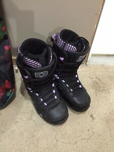 WOMENS SNOWBOARDING PACKAGE  Cambridge Kitchener Area image 2