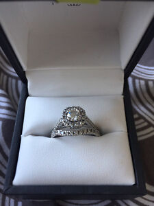 Diamond and white gold Engagement ring and wedding band