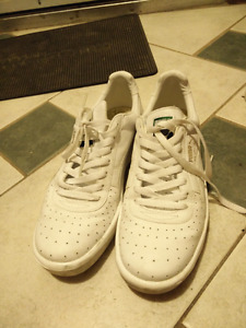 Size 10 Male puma white sneakers
