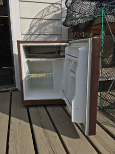 12v rv / camper / marine fridge AC / DC