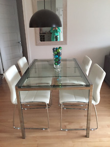 Moving Sale! Great Condition! Kitchen Table + 6 Chairs