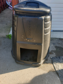 Free compost bin with lid