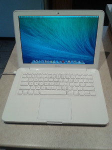 "13.3"" 2010 White Macbook"