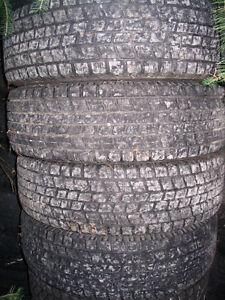 2 pneus Blizzak 205-70-15