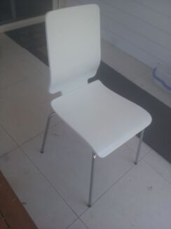 White chair $10 ono Manly Vale Manly Area Preview