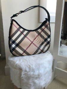 23a68e53face 100% Authentic Burberry Hobo Hand Bag