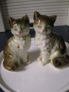 PERKY PAIR of KITTY CATS in POSE-POSITION