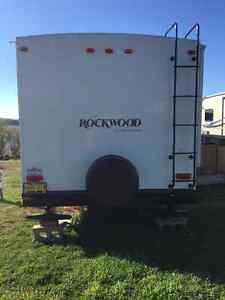 Rock wood trailer