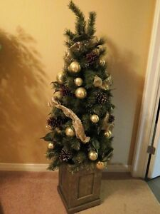 Everything you need to decorate for the holidays! inc Xmas Tree