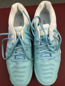 Tennis Asics Women's Gel-Resolution 7 Size 8 shoe (NEW)