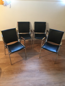 4 chaises empilables