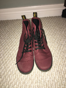 CANVAS DR. MARTENS IN CHERRY RED SIZE 7 WOMENS