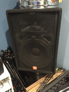 Pair of JBL Soundfactor 15 Speakers for Sale