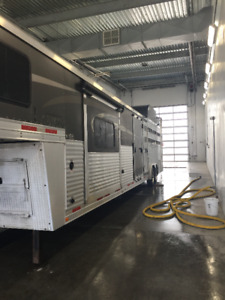 2016 Lakota Livestock Edition with Living Quarters