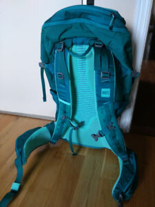 Brand new 40L backpack with rain cover
