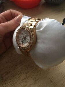"""Stainless steel """"rose gold"""" Ladies GUESS watch Cambridge Kitchener Area image 4"""
