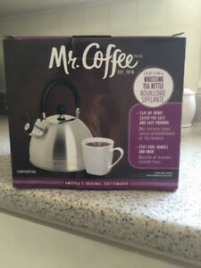 Mr. Coffee kettle and 8 piece mug and spoon st (New)