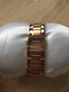 """Stainless steel """"rose gold"""" Ladies GUESS watch Cambridge Kitchener Area image 5"""