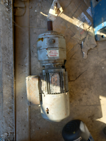 SEW EURODRIVE Single Phase 3kw Motor and Gearbox 147rpm