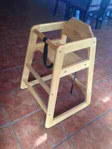 HIGHCHAIR: SOLID RUBBER WOOD HIGHCHAIR