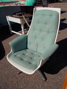 2 superbes chaises lounge , teck et fibre verre vintage Saguenay Saguenay-Lac-Saint-Jean image 3