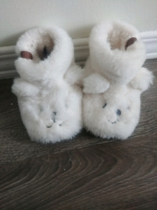 Roots cozy bear slippers