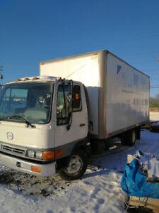 Camion hino 18 pieds modèle FB 1817 année 2004