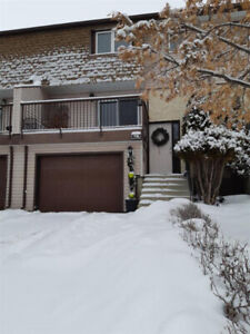 RENOVATED Townhouse in PET FRIENDLY Complex in Grandin!